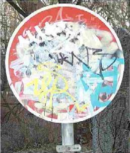 Graffiti auf Schildern
